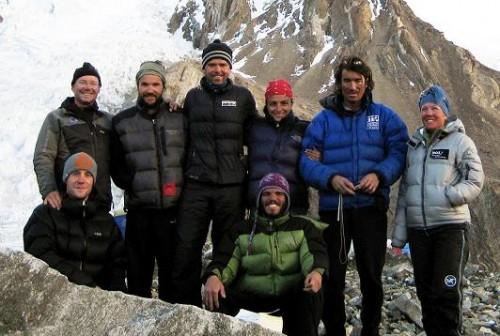 K2 Team 2009: Hinten: Sepp, Jorge, Gerfried, Claudia (Santiagos Gattin), Martin, Joelle. Sitzend: Louis